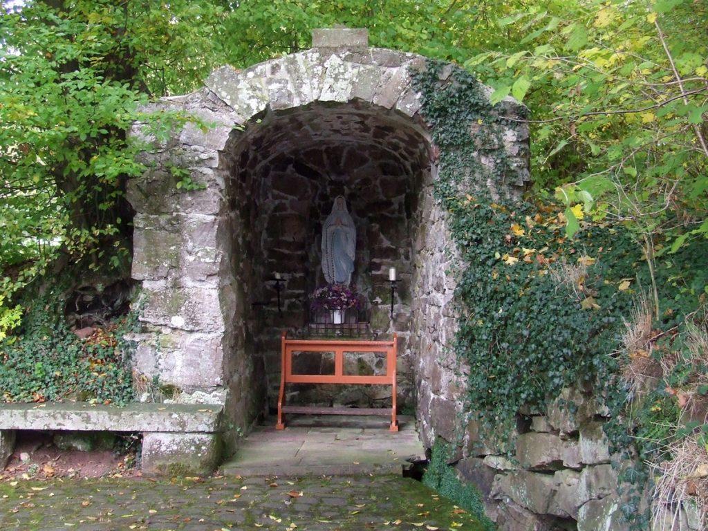 Marienstatue in der Grotte