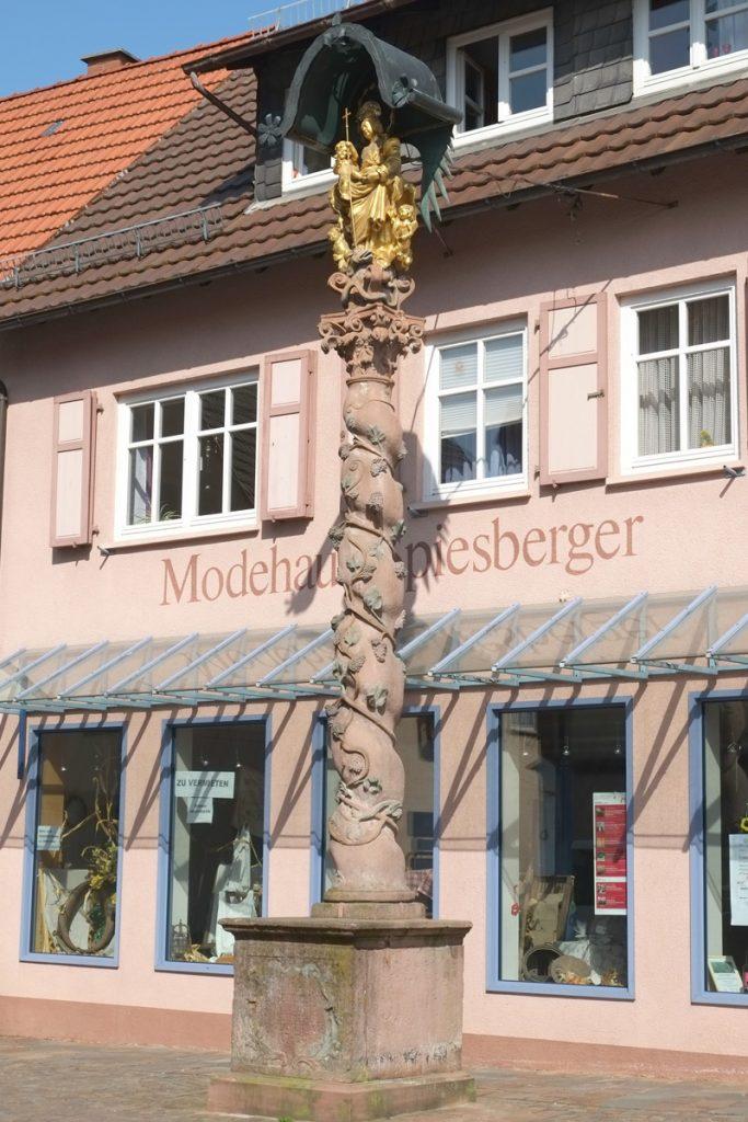 Mariensäule in Külsheimer Ortsmitte